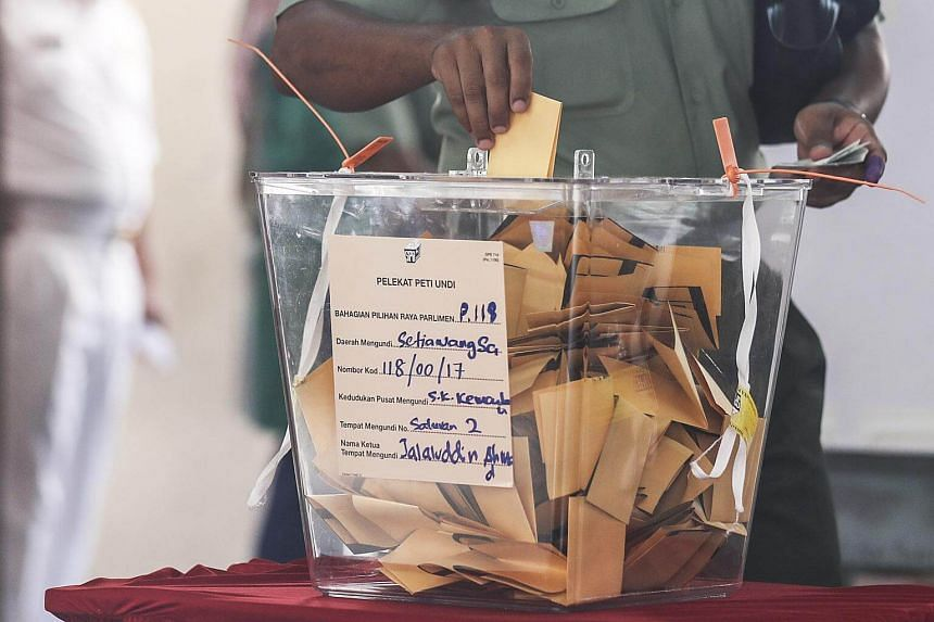 A Malaysian Royal Army officer casting his ballot during early voting ahead of the 14th general election in Kuala Lumpur, Malaysia, on May 5, 2018.