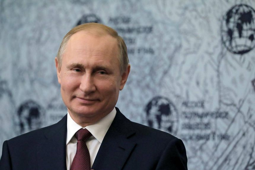 Russian President Vladimir Putin is reportedly planning a fairly low-key inauguration ceremony that will not include a lavish reception, in an apparent effort to eschew any bad publicity.
