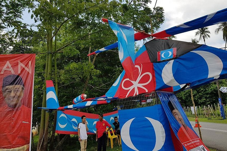 Tun Dr Mahathir Mohamad returned to Langkawi yesterday for his last push in the elections. He attended a community feast on the nearby islet of Tuba, where residents had fashioned a helicopter out of opposition party flags. When he was premier, they