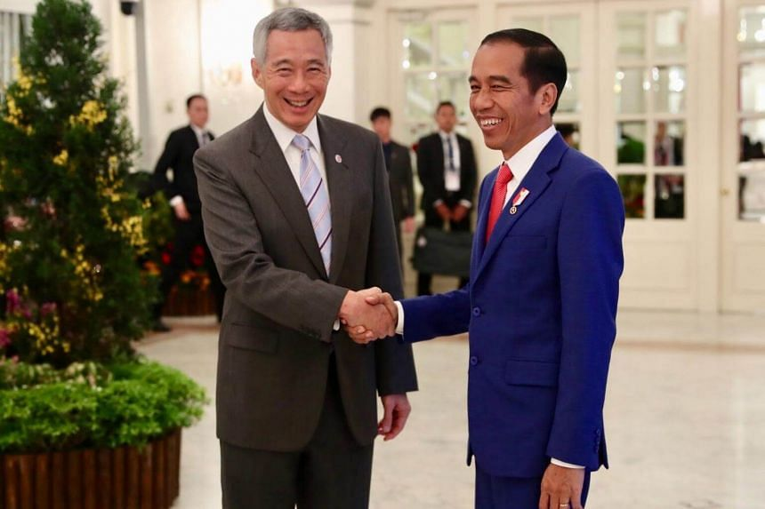 Prime Minister Lee Hsien Loong meets with Indonesia's President Joko Widodo at the Asean working dinner in Singapore on April 27, 2018.