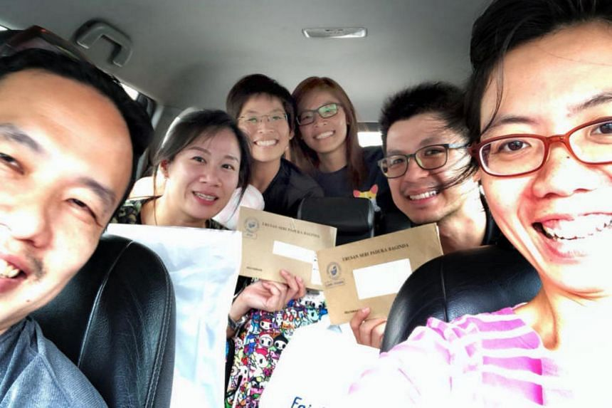 (From left) Wong Keen Hon, Stacey Low, Josephine Ong, Jackie Ong, Vincent Chan and Lee Hui Lii travelling from Singapore to Ipoh with their balloting slips to vote.