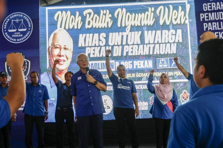 Malaysia Prime Minister and Barisan Nasional party president Najib Razak (centre) delivers his speech during a campaign at his constituency Pekan, on May 8, 2018.
