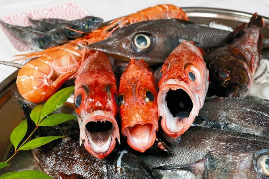The fish on the left and right are rosy seabass, while the fish in the centre is a blackbelly rosefish. A Japanese grenadier with a sharp nose is seen on top.