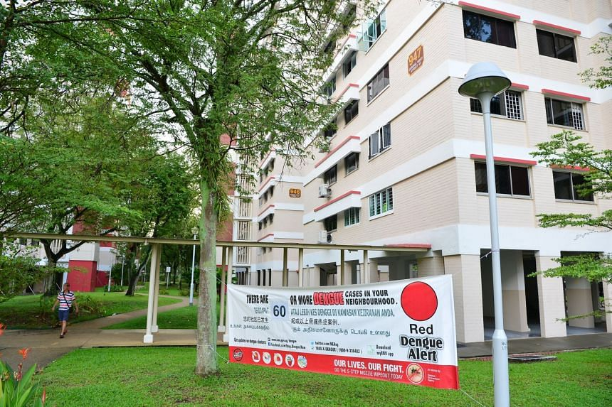 A dengue alert poster seen next to Block 947 Jurong West St 91. The Ministry of Health and NEA said that 60 cases had been reported since April 3 in Jurong West Street 91 and Jurong West Street 92.