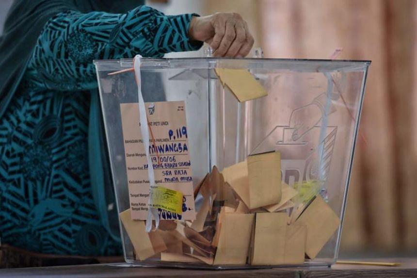 A voter casting her vote at Sekolah Rendah Agama Jalan Raja Muda Musa in Kampung Bahru, Kuala Lumpur on May 9, 2018.