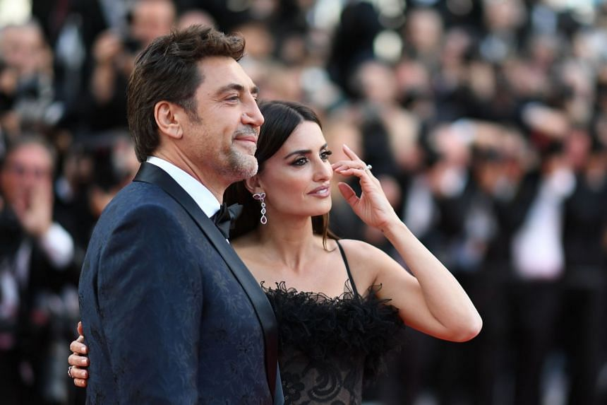 Javier Bardem and Penelope Cruz pose as they arrive on May 8, 2018 for the screening of their film Everybody Knows.