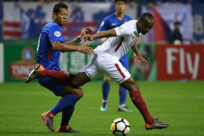 China's Shanghai Shenhua MF Fredy Guarín (left) and Japan's Kashima Antlers striker Leandro vie for the ball during the AFC Asian Champions League group match between the Shanghai Shenhua and Kashima Antlers in Shanghai on April 3, 2018.