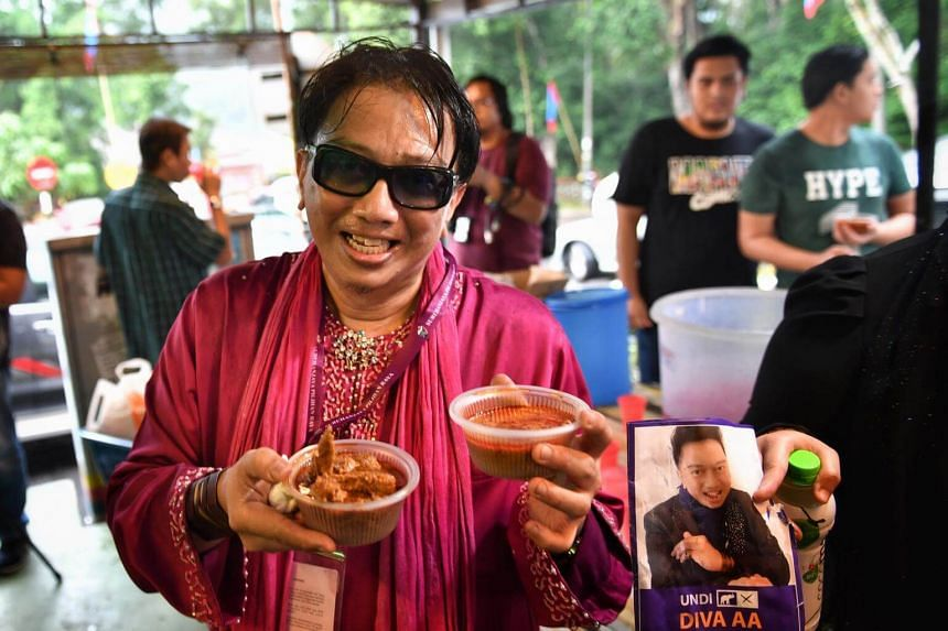 Flamboyant talkshow host giving away chicken and beef rendang on May 1, 2018.