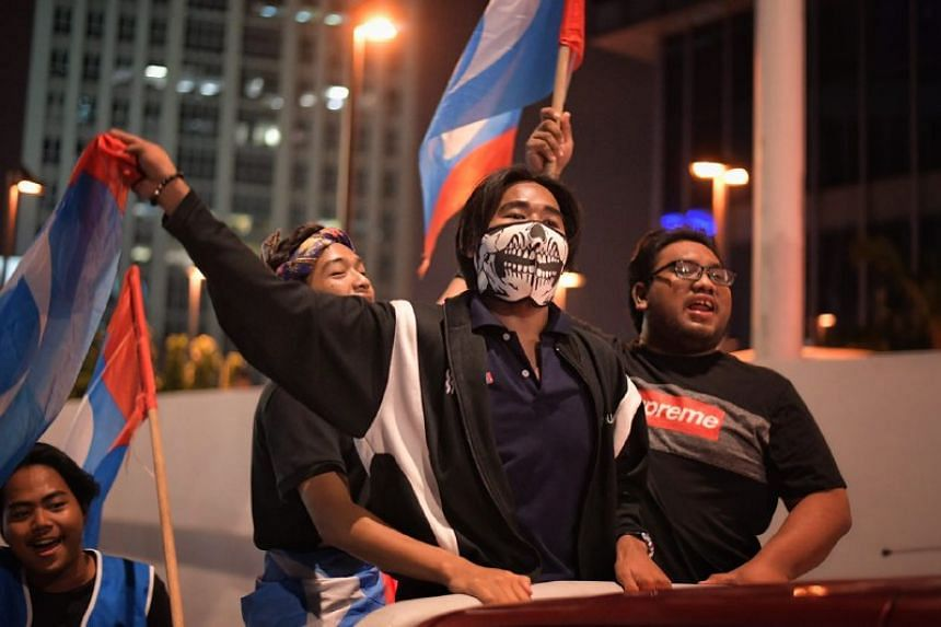 Malaysia's handover for power from the Barisan Nasional alliance that has ruled it since independence to the Pakatan Harapan coalition saw many twists along the way.