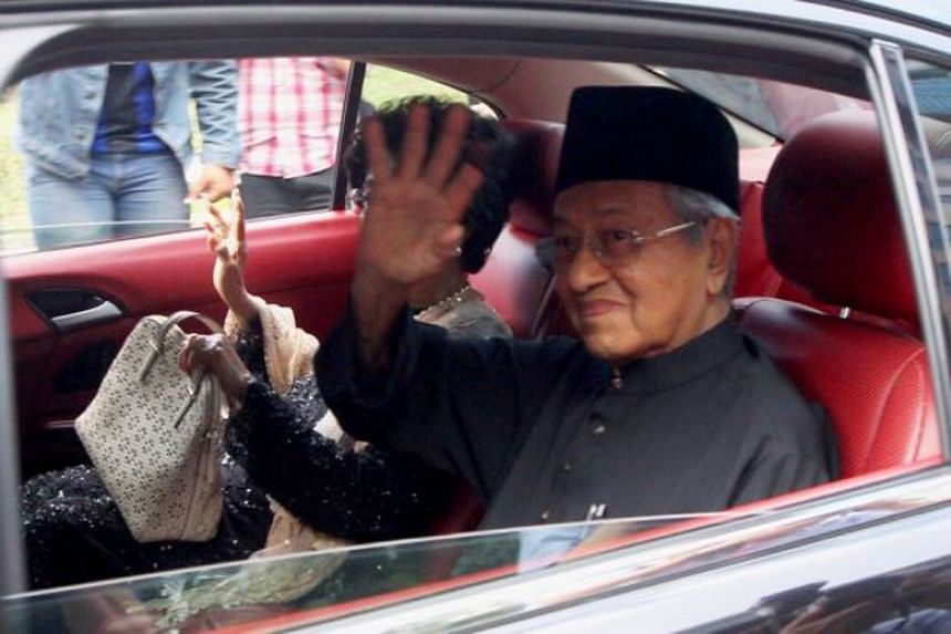 Tun Mahathir Mohamad arrived at the Palace at 4.40pm, but had to wait five hours before he was sworn in.