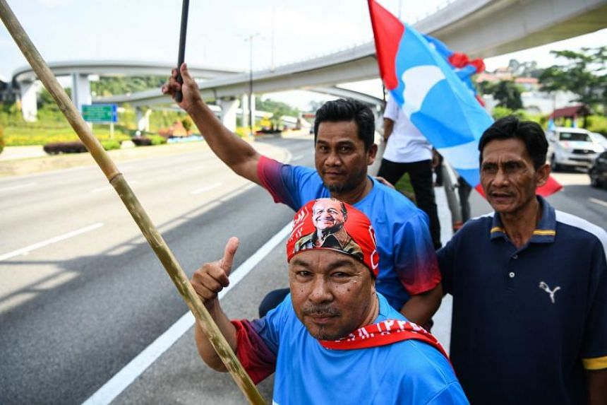 Supporters of opposition party Pakatan Harapan celebrate outside the National Palace following Mahathir Mohamad's victory in the country's 14th general election in Kuala Lumpur on May 10, 2018.