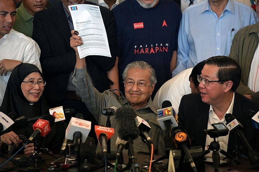 Prime Minister Mahathir Mohamad, flanked by Parti Keadlian Rakyat president Wan Azizah Wan Ismail and Penang Chief Minister Lim Guan Eng, drew laughter with his biting humour at a press conference yesterday.
