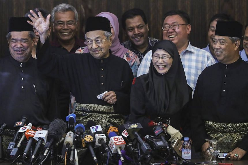 Malaysia's new Prime Minister Mahathir Mohamad gestures during a news conference in Kuala Lumpur, on May 10, 2018.