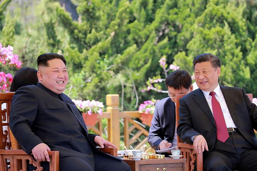 China's President Xi Jinping (right) and North Korean leader Kim Jong Un during a meeting in the Chinese city of Dalian on May 8, 2018.