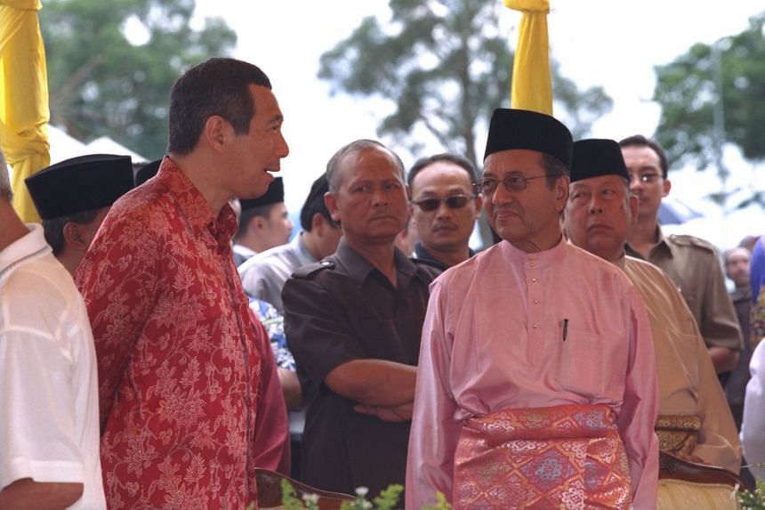 Prime Minister Lee Hsien Loong with his Malaysian counterpart Mahathir Mohamad at the Hari Raya Open House in Johor Baru in December 2001.