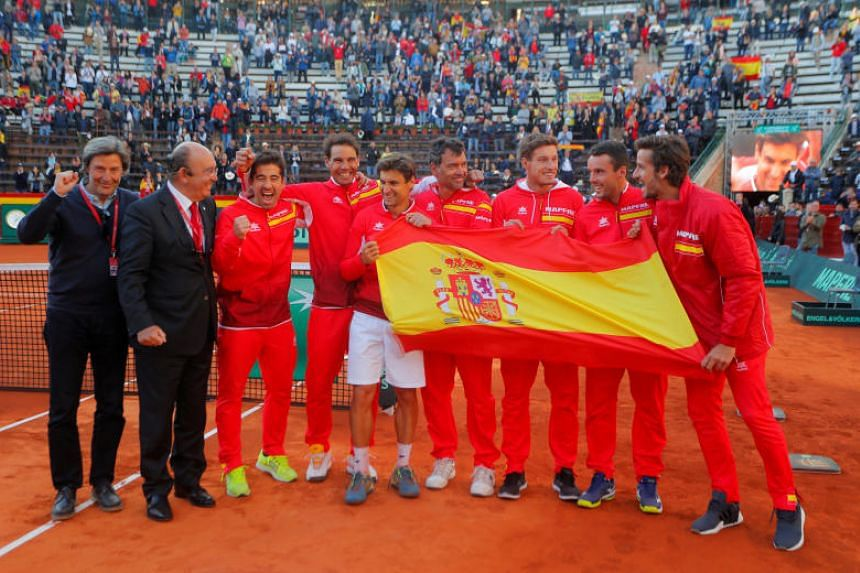 Spain's players celebrate winning the quarter-final of the Davis Cup in Valencia on April 8, 2018.