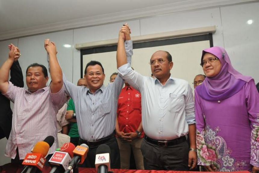Parti Pribumi Bersatu Malaysia secretary Datuk Osman Sapian (second from left) with Rosleli Jahari (left), Rasman Ithnain (third from left) and Alwiyah Talib, who have agreed to join the party with immediate effect.