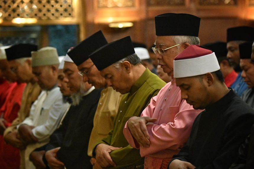 BN leaders performing their evening prayers at UMNO headquarters on May 11, 2018.