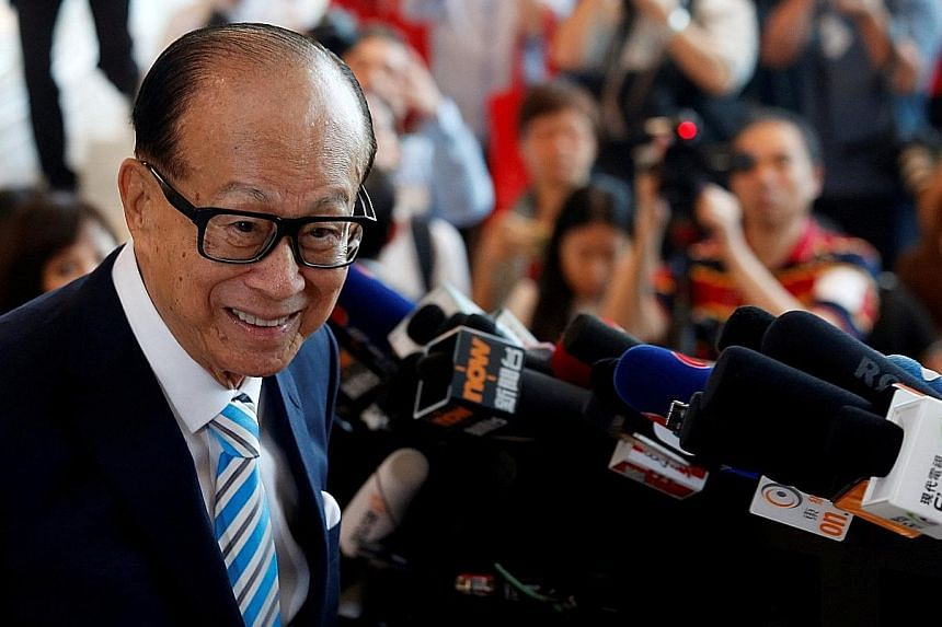 Hong Kong tycoon Li Ka Shing, chairman of CK Hutchison Holdings, meeting the press on Thursday after he formally retired at the company's annual general meeting in Hong Kong. His retirement, passing the baton to his elder son Victor Li, is the most h