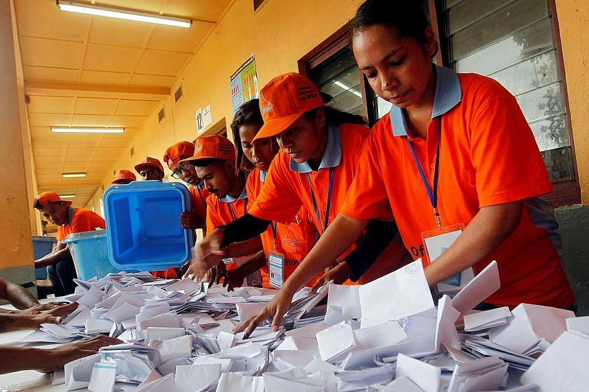 Election officials counting votes in Dili yesterday. Parliament was dissolved and new polls called in January amid tension between former premier Mari Alkatiri's minority government and the opposition centred on the National Congress for Timorese Rec