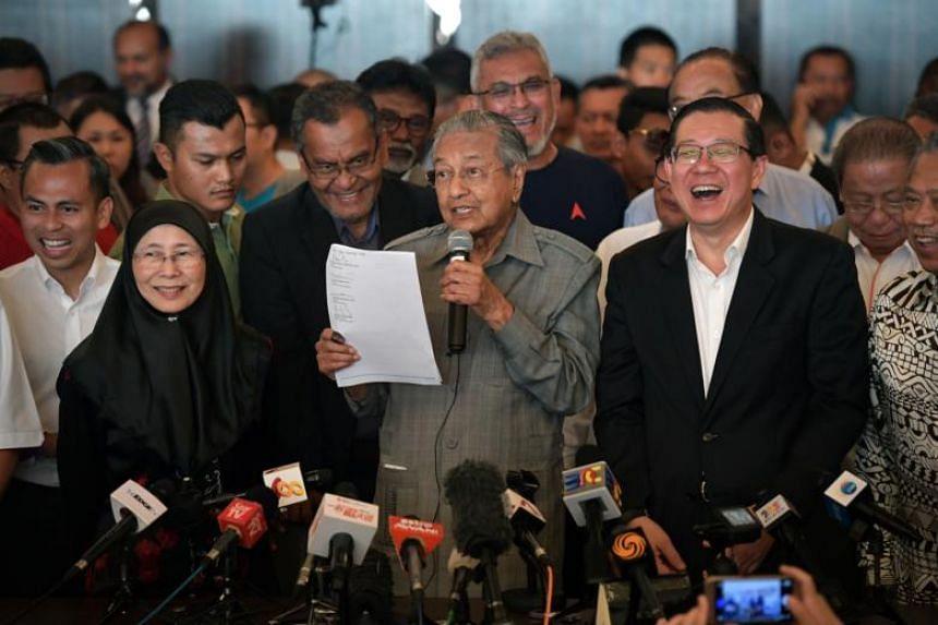 (From left) Parti Keadlian Rakyat president Wan Azizah Wan Ismail, Tun Dr Mahathir Mohamad and Mr Lim Guan Eng during a press conference at the Sheraton Petaling Jaya Hotel on May 10, 2018.