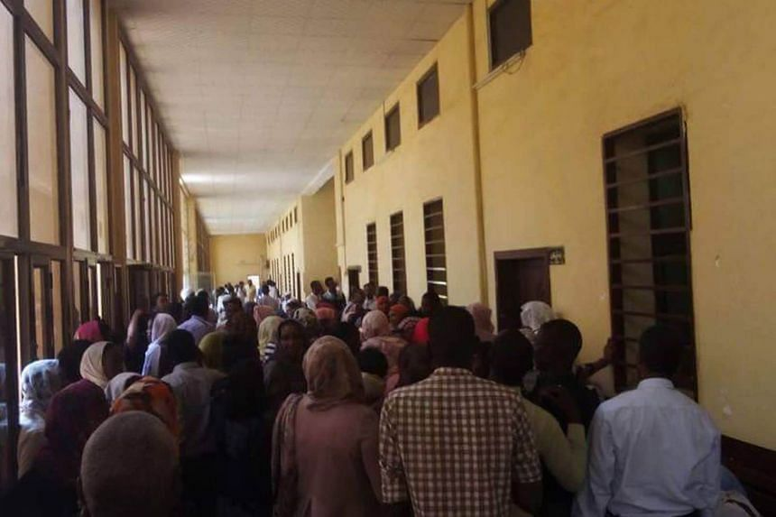 Crowds gathered at a courthouse in Sudan for the sentencing hearing of Noura Hussein Hammad.