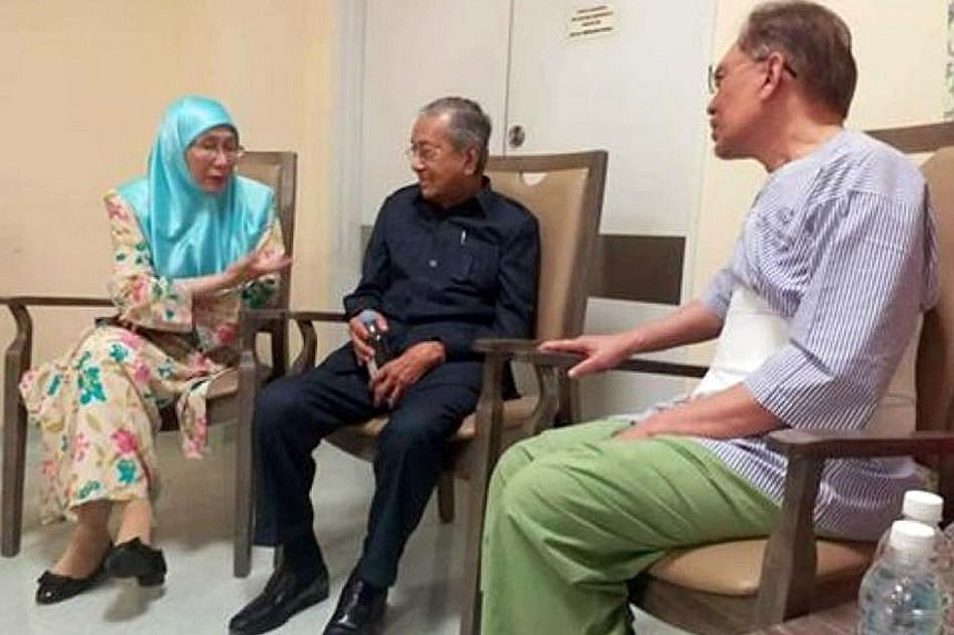 Prime Minister Mahathir Mohamad (centre) meeting Deputy Prime Minister Wan Azizah Wan Ismail and her husband Anwar Ibrahim at Cheras Rehabilitation Hospital, where the latter is being treated, on Saturday.