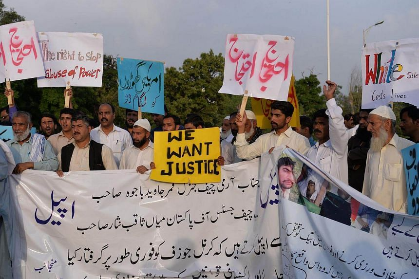 Pakistani protesters carry placards during a demonstration against the killing of a local resident in a car accident involving a US diplomat in Islamabad, on April 25, 2018.