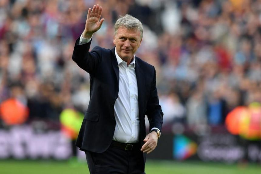 West Ham United's Scottish manager David Moyes waves to supporters on the pitch after the English Premier League football match between West Ham United and Everton at The London Stadium, on May 13, 2018.