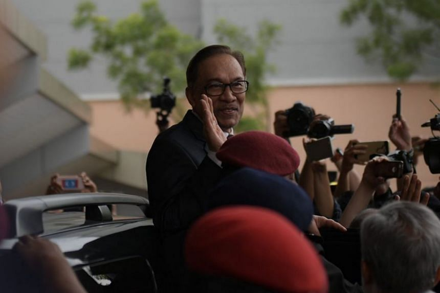 Malaysia's former deputy prime minister Anwar Ibrahim greeting the media after walking out of the Cheras Rehabilitation Hospital in Kuala Lumpur at 11.30am on May 16, 2018.