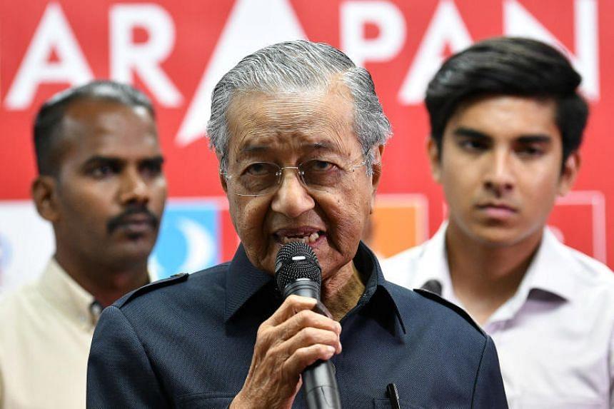 Malaysia's newly elected Prime Minister Mahathir Mohamad attends a news conference in Menara Yayasan Selangor, Petaling Jaya, on May 12, 2018.