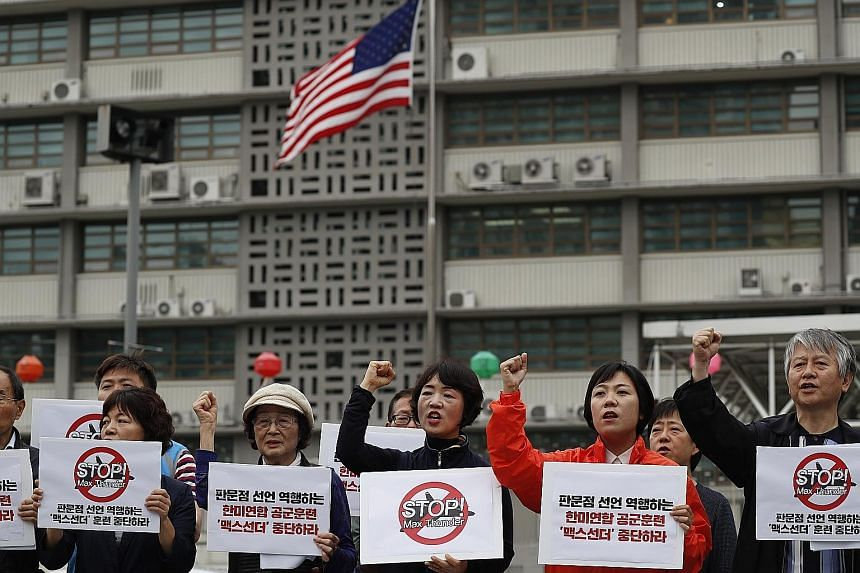South Koreans protesting near the US embassy in Seoul yesterday. North Korea cancelled high-level talks with the South reportedly due to the ongoing joint Max Thunder military exercise between South Korea and the United States, calling it a rehearsal