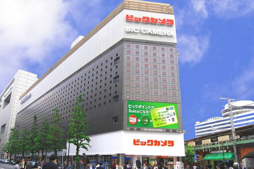 Bic Camera has won tourists over with bargain prices offered in its stores along with dutyfree counters, and by giving overseas shoppers the option to make online reservations for products they wish to purchase.