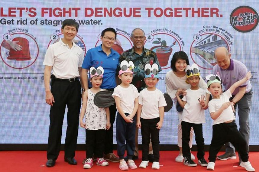 Mayor of North East Community Development Council Desmond Choo (second left) with Mr Masagos Zulkifli (centre) and Ms Sun (second right) at the launch of the National Dengue Prevention Campaign on May 20, 2018.