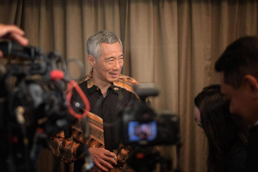 Prime Minister Lee Hsien Loong speaking to Singapore reporters in Putrajaya on May 19, 2018.