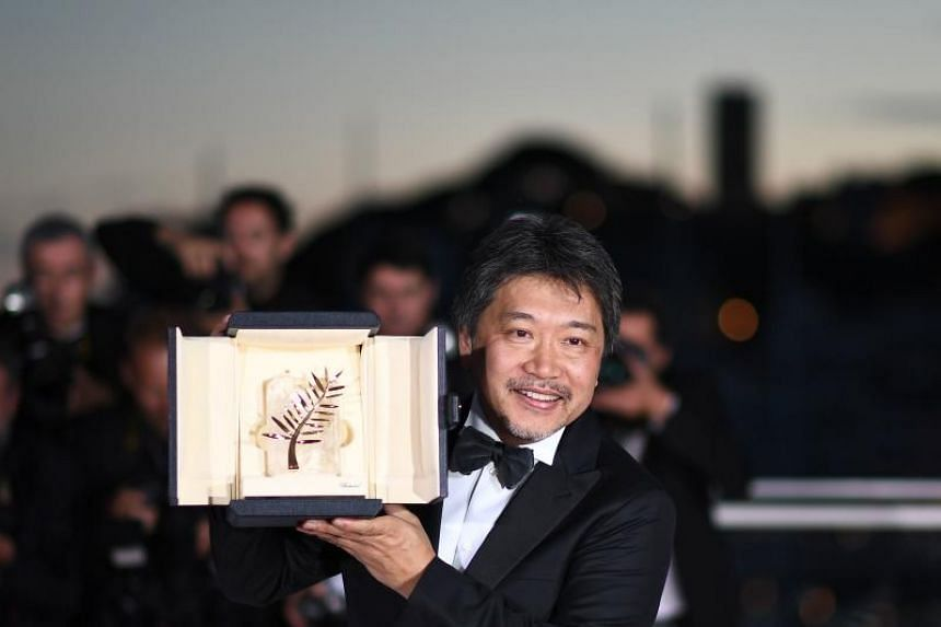 Japanese director Hirokazu Kore-Eda poses with the trophy on May 19, 2018.
