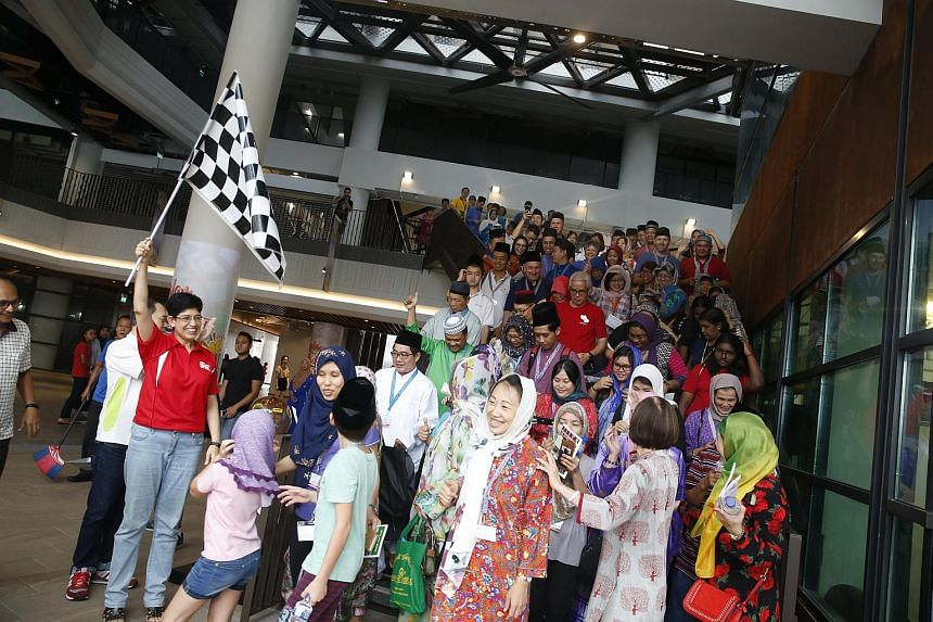 Marine Parade GRC MP Fatimah Lateef flagging off the teams at the Cultural Heritage Race on May 20, 2018.