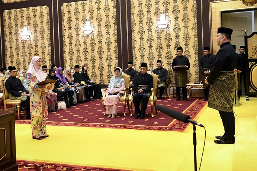 Malaysia prime minister Mahathir Mohamad's new Cabinet sworn in