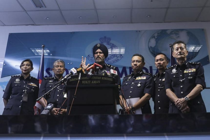 Malaysian chief of commercial crime investigation department Amar Singh (centre) speaking at a press conference in Kuala Lumpur on May 25, 2018.