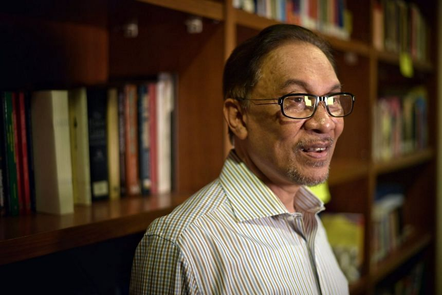 Datuk Seri Anwar Ibrahim, has proposed a 10 per cent pay cut for leaders of all state governments that it controls, to emulate salary reductions of the federal PH Cabinet.
