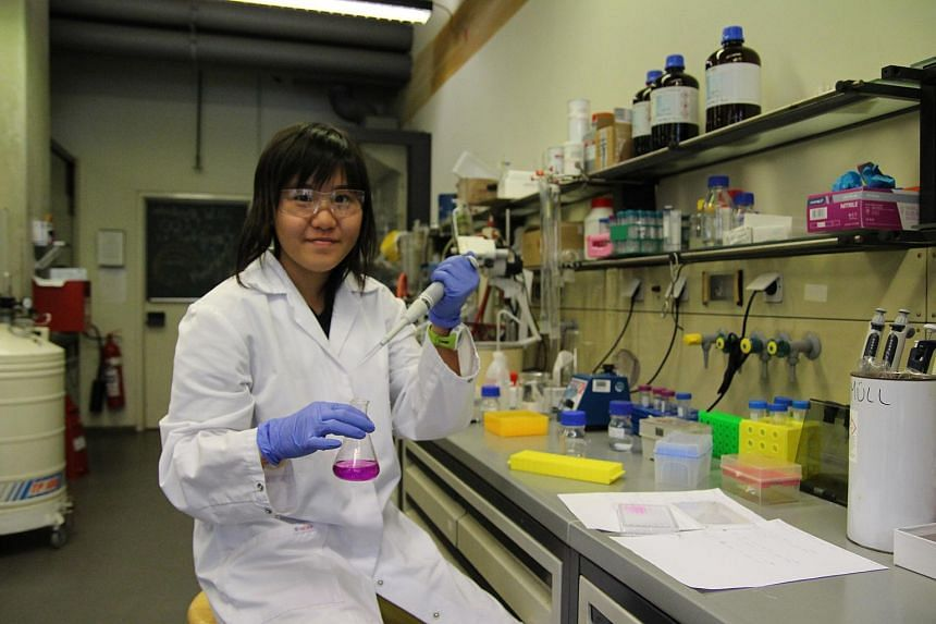 Victoria JC student Abigail Sim at a lab in TUM's Garching campus helping with research on new anti-virulence drugs to fight antibiotic-resistant infections.