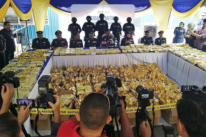 A total of 1,187kg of crystal methamphetamine, which was disguised as tea in a shipment from Myanmar, was seized last Tuesday. Six suspects have been arrested.
