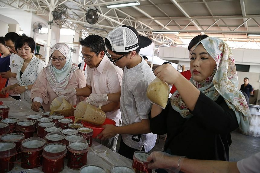 Volunteers spent the morning at Masjid Khalid in Joo Chiat, helping to cook and pack porridge for members of the public. This is a service the mosque carries out as part of its Ramadan tradition.