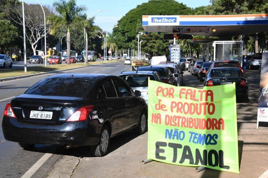 Drivers queue to pump fuel at a gas station in Brasilia, on May 24, 2018.