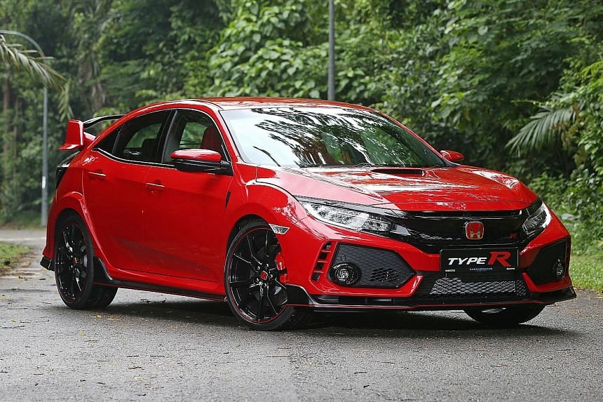 The Honda Civic Type R's suspension is firmly sprung, but offers an excellent blend of ride comfort and sharp handling. The Type R has bucket seats that are hip-hugging yet cushy, zero cabin rattle and undetectable vibration at the wheel.