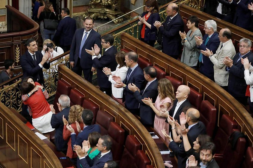 Spain's new Prime Minister Pedro Sanchez (bottom, left) acknowledges applause after a vote on a no-confidence motion at the Lower House of the Spanish Parliament in Madrid on June 1, 2018.