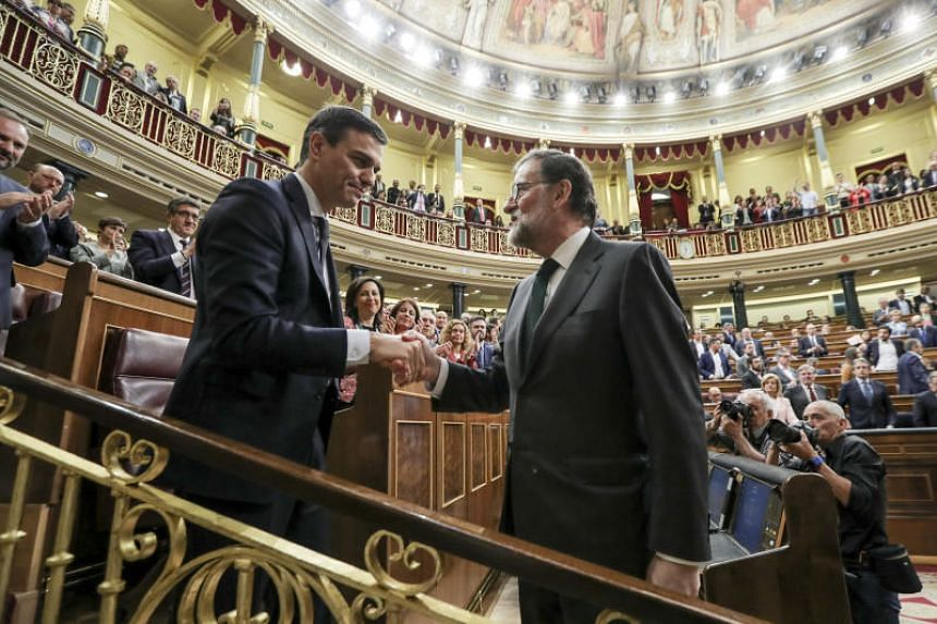 Mariano Rajoy, outgoing president of Spain (right), shakes the hand of Pedro Sanchez, leader of the Spanish Socialist Party (PSOE), following a no-confidence motion vote at Parliament in Madrid, Spain, on Friday, June 1, 2018.