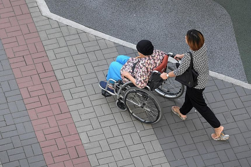 Transport subsidies are available for wheelchair-using seniors who need to travel to a day rehabilitation centre or a dialysis centre.