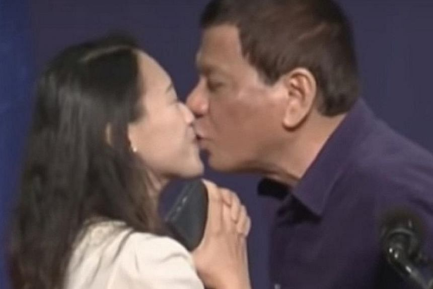 President Rodrigo Duterte has been criticised for kissing a married woman on the lips on stage during an event for Filipinos living in Seoul on Sunday.