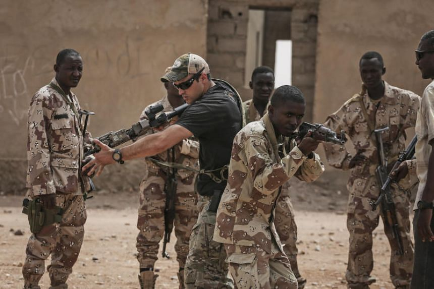 An American Special Forces soldier training Nigerian troops during an exercise outside Agadez, Niger, on April 12, 2018.